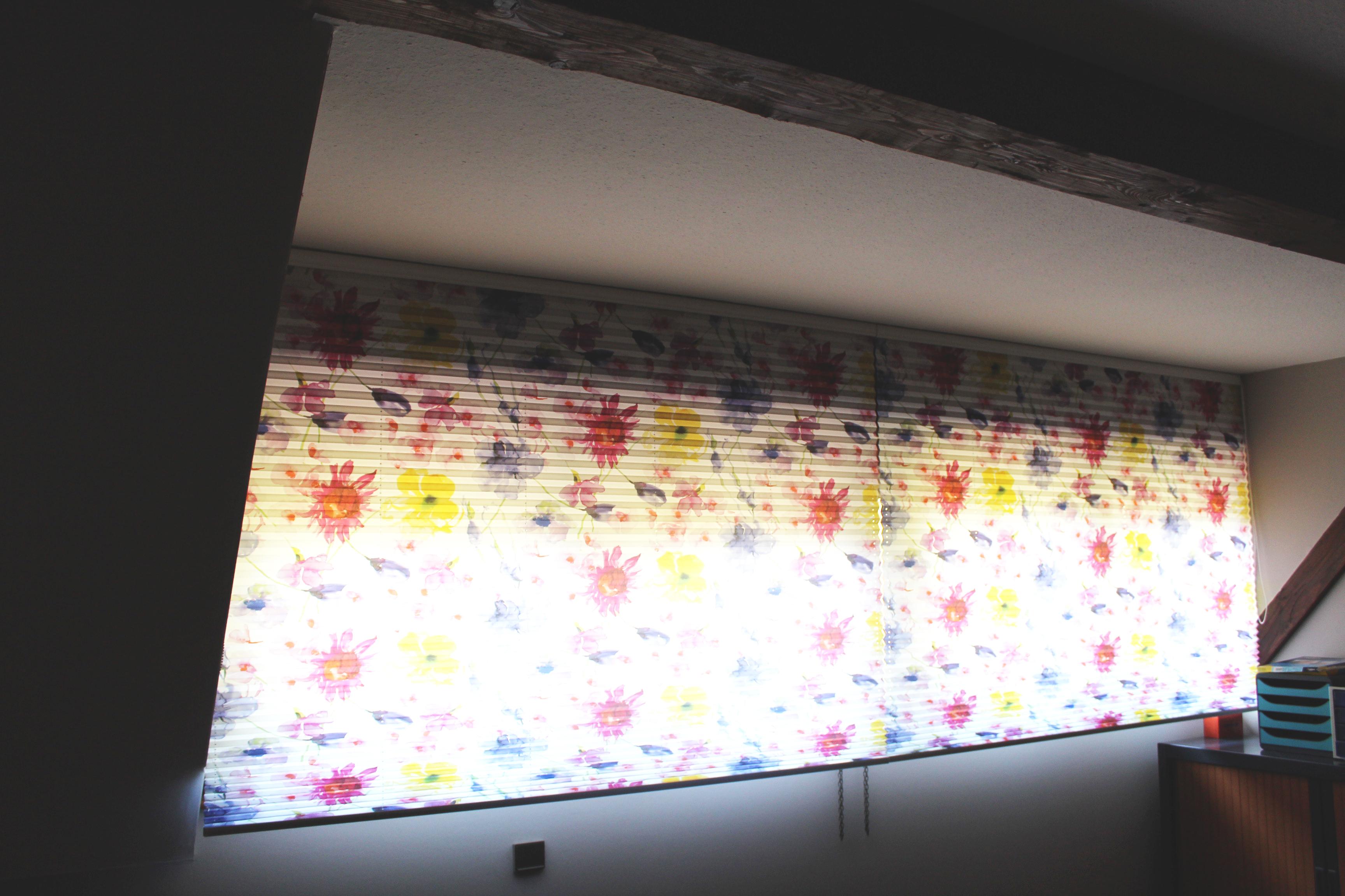 Store plissé couleurs vives et fleuris