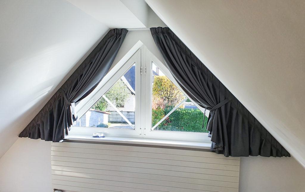 Habillage d'une fenêtre triangulaire